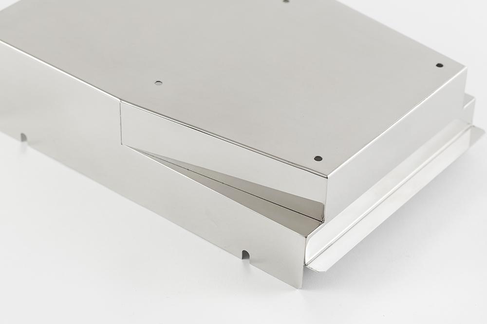 ファイバーレーザー溶接しバフ研磨を施した半導体製造装置カバー