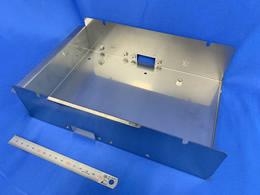 タレパン+溶接加工(ナット溶接含む)+バフ研磨をした半導体製造設備板金加工部品