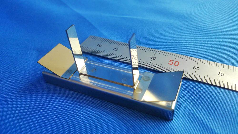 レーザーパンチ加工、バリ取り、サーボベンダー、微細曲げ、スポット溶接を施したばね用ステンレス鋼